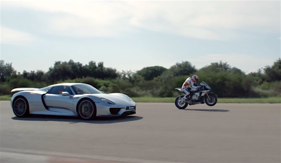 video yamaha r1m vs porsche 918 spyder. Black Bedroom Furniture Sets. Home Design Ideas
